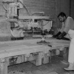 Χάραξη σχεδίου σε πλάκα μαρμάρου